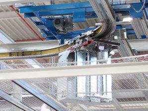 Stromschienen im Gebrauch für die Elektrifizierung einer Elektrohängebahn