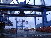 2 STS Containerbrücken mit Laschkatzen (ship to shore)