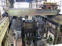 Prozess-Brückenkran in einem Stahlwerk
