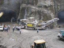 Tunnelausbaumaschine