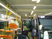 Einschienenbahn mit Werkzeugträgerwagen zur Endmontage von Nutzfahrzeugen
