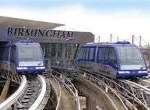 Verbindung zwischen Flughafenterminal und Bahnhof mit einem seilgezogenen System [DCC]
